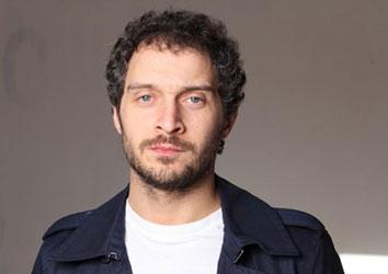 Attore famoso Claudio Santamaria